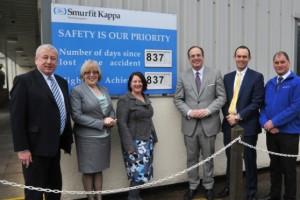 MP Michael Ellis with Smurfit Kappa Northampton staff